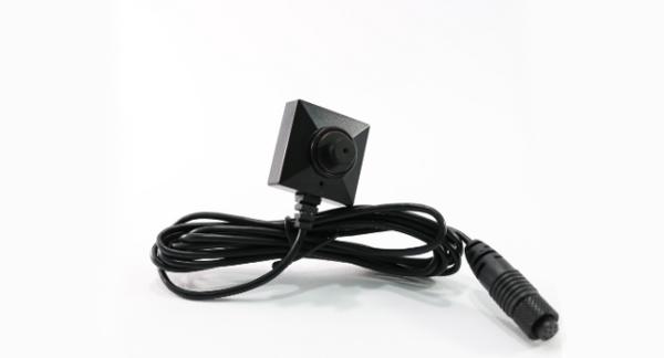Microtelecamera nascosta in un bottone